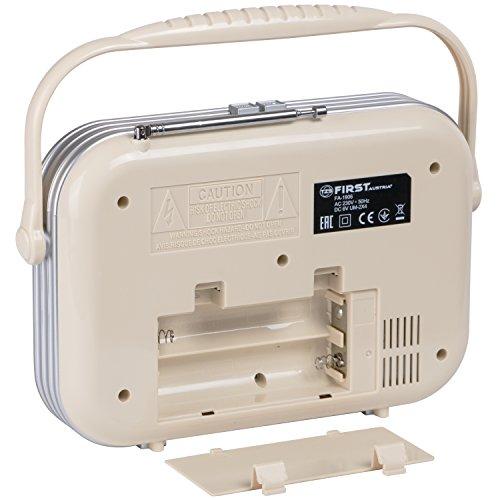 tragbarer retro radio beige mit kopfh rer und handy. Black Bedroom Furniture Sets. Home Design Ideas
